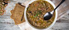 Ik at deze soep voor het eerst thuis bij mijn moeder, zij had geen crockpot dus moest zij eerst de bruine buinen wellen. Maar met de Crockpot (Slowcooker) is...