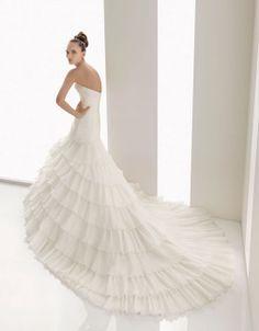 Charming strapless sleeveless organza wedding dress