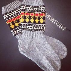 Wool Socks, Knitting Socks, Knit Crochet, Crochet Hats, Vintage Wool, Diy Clothes, Fingerless Gloves, Arm Warmers, Mittens