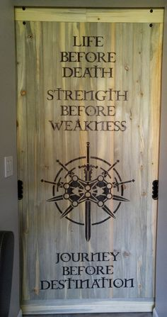 Barn door with a woodburned design of Brandon Sanderson's Stormlight Archive - Way of Kings - Knight's Radiant Immortal Words: Life before death - Strength .