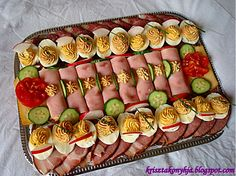 Jacque Pepin, Food Platters, Canapes, Other Recipes, Food Art, Pasta Salad, Sushi, Sausage, Bacon