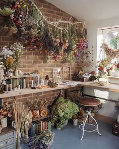 Lake House Interior Design & Decor Enjoy Spring all-year-round by incorporating dried florals into y Cottage In The Woods, Witch Cottage, Cottage Style, Aesthetic Room Decor, Dream Rooms, My New Room, My Dream Home, Dried Flowers, How To Dry Flowers