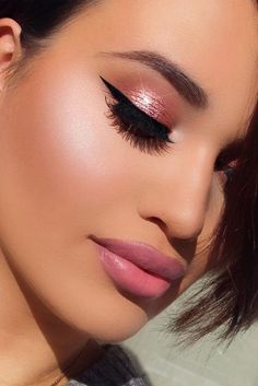 Glitter Rose gold - Huda beauty palette in sandalwood, henna, shy, flamingo, rose gold all topped with glitter