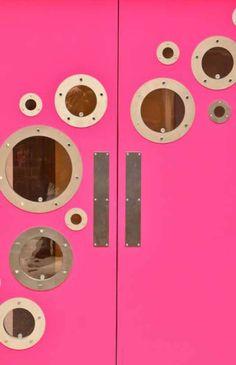 Love these fun kitchen doors. Xk #kellywearstler
