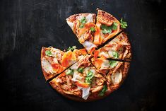 We gave a crowd-pleasing classic like barbecue chicken pizza a Korean spin. Fresh mozzarella is mild enough to complement the caramel and. 400 Calorie Dinner, 400 Calorie Meals, No Calorie Foods, Low Calorie Recipes, Healthy Pizza Recipes, Healthy Snacks, Eating Healthy, Healthy Cooking, Healthy Habits