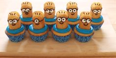 You know those adorable minions from the 'Despicable Me' movies? Well today you can learn how to make the ultimate MINION cupcakes that will be the hit. Despicable Me Party, Minion Party, My Minion, Minion Cupcakes, Cute Cupcakes, Cupcake Cakes, Cupcake Ideas, Yummy Treats, Delicious Desserts