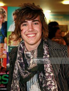Australian Idol finalist Matt Corby in 2007 Matt Corby, Song Artists, Beautiful Men, Idol, Singer, Cute Guys, Singers, Hot Boys