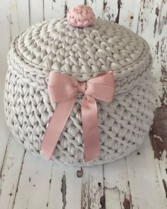 Crochet basket and wicker lessons for novices Crochet Bowl, Crochet Basket Pattern, Knit Basket, Free Crochet, Knit Crochet, Crochet Patterns, Crochet Crafts, Crochet Projects, Confection Au Crochet