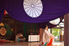 Shrine maiden performing a Kagura, traditional Shinto dance, at the Fushimi Inara Taisha in Kyoto!