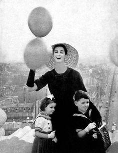 Christian Dior P/E 1957. Photo Gleb Derujinsky. Mannequin Carmen Dell'Orefice.