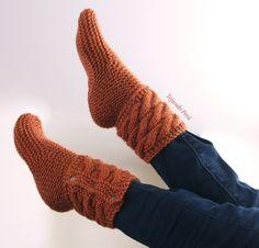 Botas de casa tejidas en #dosagujas o palitos en punto santa clara o bobo.  Video tutorial del paso a paso (muy fáciles de #tejer!) #botas #boots