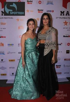 We spotted some inspiration-worthy Indian contemporary-wear on the stars! Bollywood Theme, Vintage Bollywood, Bollywood Stars, Bollywood Fashion, Indian Celebrities, Bollywood Celebrities, Indian Heroine, Katrina Kaif Photo, Indian Party Wear