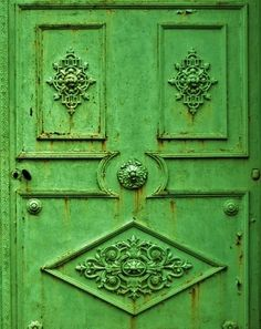 I love everything about this door. It makes me wonder whatu0027s on the other side  sc 1 st  Pinterest & 3 gorgeous green door (1) From: A Quieter Storm please visit ...