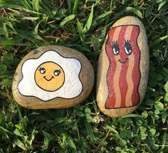 Looking for some easy painted rock ideas to get inspired by? See more ideas about Rock crafts, Painted rocks and Stone crafts. Pebble Painting, Pebble Art, Stone Painting, Diy Painting, Rock Painting Ideas Easy, Rock Painting Designs, Paint Designs, Stone Crafts, Rock Crafts