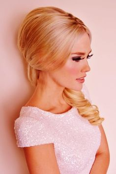Vintage Hairstyle blonde curl low side ponytail for formal or casual event