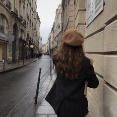 Image uploaded by iamnargilya. Find images and videos about girl, beauty and classy on We Heart It - the app to get lost in what you love. Classy Aesthetic, Brown Aesthetic, Aesthetic Girl, Parisian Style Fashion, Parisian Chic, Mode Ootd, Shooting Photo, Oui Oui, Foto Pose