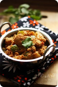 Cauliflower Kurma (Cauliflower cooked in mild creamy coconut gravy)