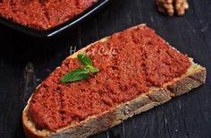 walnut-garlic sauce-construction Source by Baharat Spice Recipe, Tapas, Turkish Breakfast, Love Eat, Turkish Recipes, Food Porn, International Recipes, Sauces, Gastronomia