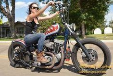 Lady Biker, Biker Girl, Biker Chick Outfit, Chicks On Bikes, Old School Chopper, Rockabilly Cars, Motorbike Girl, Chopper Bike, Dirt Bikes