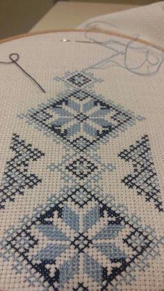 Diy Crafts - -Luanaamelia Russo's 542 media content and analytics Cross Stitch Geometric, Cross Stitch Borders, Cross Stitch Rose, Modern Cross Stitch, Cross Stitch Designs, Cross Stitching, Cross Stitch Embroidery, Cross Stitch Patterns, Hand Embroidery Patterns