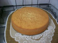 Pão-de-ló da Serafina 8 ovos inteiros 10 colheres de sopa de açúcar (225 g) 10 colheres de sopa de farinha (225 g)