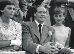 La actriz Audrey Hepburn, una vez más demostrando su afición a los #toros en Las Ventas, acompañada por Lucía Bosé y Mel Ferrer vía @jvegavara (en Twitter) #arte #cine #fotografia #tauromaquia #SinComplejos