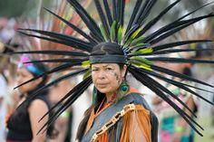 """México: Bailarines de danzas tradicionales prehispánicos se preparan para establecer un récord Guinness de """"La danza ceremonial más grande del mundo"""", cerca de la zona arqueológica de Teotihuacán"""