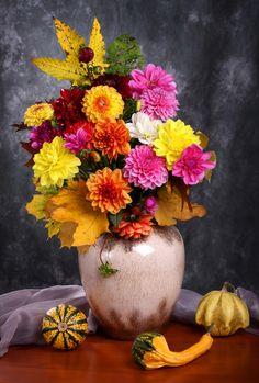 Victoria Shaad - still life with autumn chrysanthemum