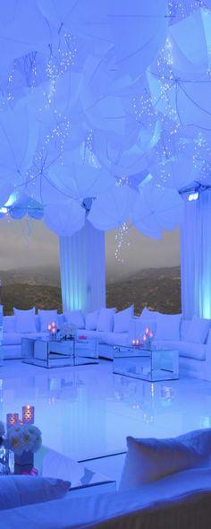 Beautiful cocktail decor.. Reminds me of Midsummer night's dream @Thamara Feliciano Lutchman - umbrellas