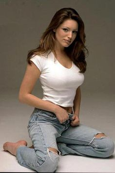 Kelly Brook Looking Sexy Jeans and White Top Sexy Jeans, Ripped Jeans, Kelly Brook Hot, Sexy Women, Celebs, Celebrities, Lady, Hot Girls, Beautiful Women
