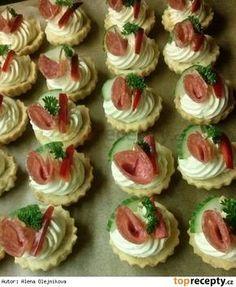 Slané košíčky s Nivou Salty Foods, Salty Snacks, Amazing Food Decoration, Czech Recipes, Fondant Cupcakes, Polish Recipes, Appetisers, Yummy Appetizers, Creative Food