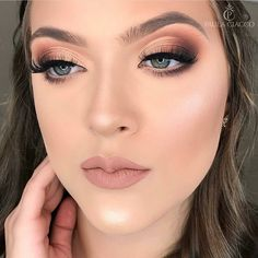 Aquela maquiagem que te encanta com tamanha perfeição - Save on select Cuvget skin care from this pin through while supplies last. Bride Makeup, Glam Makeup, Makeup Inspo, Eyeshadow Makeup, Makeup Inspiration, Makeup Ideas, Fresh Wedding Makeup, Wedding Hair And Makeup, Natural Wedding Makeup