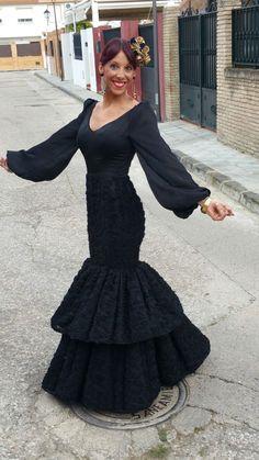"""Traje con el modelo """"Norma"""" negro. ♥ ♥ Flamenco dress made with flamentex fabrics ♥ ♥ #trajedeflamenca #feriadeabril #telasflamenca #flamencodress #flamencofabric"""