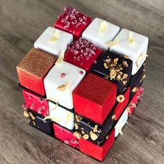 5,065 отметок «Нравится», 48 комментариев — Bradmacaron (@bradmacaron) в Instagram: «Rubik's cake @kseniaborilko  Photo by @kseniaborilko  #macaron #macarons #donuts #donughts…»