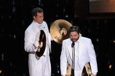 Will Ferrell y Zach Galifianakis han entregado los premios de mejor canción original y mejor banda sonora. #Oscars