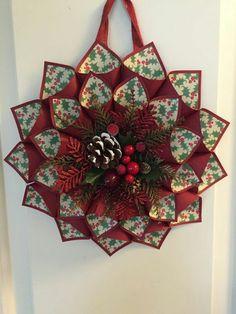 Crea coronas navideñas con cartulina o papel