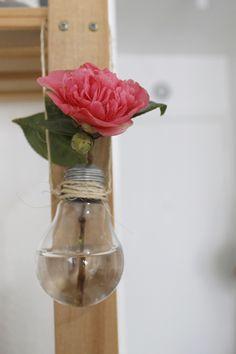 Como transformar lâmpadas queimadas em mini vasos