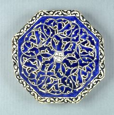 Octagonal Tile with intertwining split-leaf decoration and inscription in center, 1600-1699  Architectural Element  Syrian  ,  17th century  Ottoman Empire, AH 680-1342 / AD 1281-1924  Creation Place: Damascus, Syria  Underglaze painted fritware
