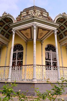construcción barroca en el parque de la exposición Lima - Perú