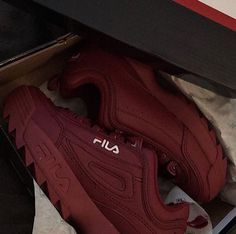 Deep Red FILA Disruptor Basket Fila, Sneakers Fashion, Fashion Shoes, Fila Outfit, Nike Shoes, Shoes Sneakers, Sneakers Fila, Hot Shoes, Dream Shoes