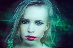 Rodzina: Wampiry emocjonalne - jak sobie z nimi radzić - http://kobieta.guru/wampiry-emocjonalne-jak-sobie-z-nimi-radzic/ - Czy zdarzyło Ci się kiedykolwiek wyjść z obiadu z koleżanką, członkiem rodziny lub służbowej kolacji z uczuciem całkowitego wyczerpania emocjonalnego?   Jeśli tak, istnieją spore szanse, iż osoba ta należy do grona osób wiecznie niezadowolonych, narzekających oraz nieustannie obarczających otoczenie swoimi problemami. Być może wśród