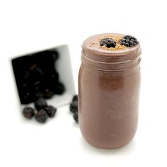 Beet, blackberry, and cacao smoothie: energy and mood booster Antioxidant Smoothie, Cacao Smoothie, Turmeric Smoothie, Juice Smoothie, Smoothie Recipes, Juice Recipes, Healthy Smoothies, Healthy Recipes, Beets Health Benefits