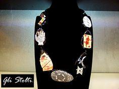 """Collana in legno dipinta e decoupata a mano """"Esoterica"""". Gli Stolti Original Design"""
