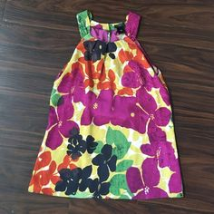 Floral Sleeveless Blouse This Ann Taylor blouse features a bold floral pattern. Perfect for work when paired with a black pencil skirt or pants. Also great with a pair of shorts. Ann Taylor Tops Blouses
