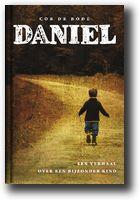 Aangrijpende biografie over een bijzondere jongen die ondanks vele handicaps het vermogen had om anderen te vitaliseren. Daniel werd slechts vijftien jaar, maar het recept dat hij gaf is eindeloos houdbaar en kan de lezer troosten, inspireren, moed geven en af en toe even doen glimlachen.    Auteur: Cor de Bode