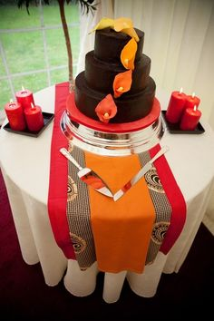We invaded and ransacked the internet, and put together these lovely traditional African weddings to inspire your decor, and perhaps give you some ideas for a wedding you may be organizing. African Wedding Cakes, African Wedding Theme, African Theme, Traditional Wedding Decor, African Traditional Wedding, Traditional Cakes, African Cake, Deco Buffet, Deco Table