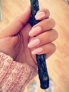 Soft pinky round nails