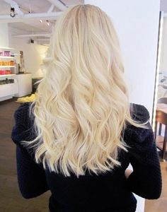 Hair : Madison couldn't have chosen a better colour than a black sweater to show of her beautiful blonde hair - simply gorgeous !