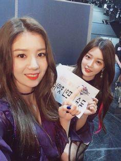 Kwon Eunbi (with Sian) Sakura Miyawaki, Kim Min, Girl Crushes, Kpop Girls, The Creator, T Shirts For Women, Female, Idol, Produce 101