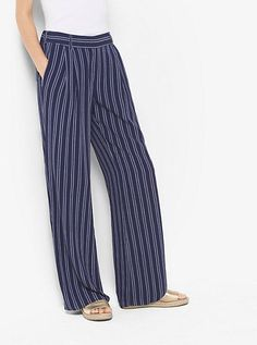 Swap out your classic denim with these striped wide-leg pants for casual, boho-chic style. Temper their relaxed fit with a solid tank and a polished pair of slides. 70s Fashion, Autumn Fashion, Fashion Dresses, Fashion Trends, Trending Fashion, Fashion 2018, Fashion Women, Fashion Inspiration, Wide Leg Pants